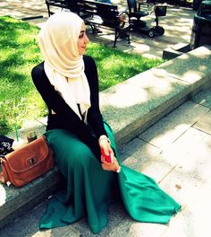 As a hijabi her style is trendy and that emerald green skirt is a steal. Islamic Fashion, Muslim Fashion, Modest Fashion, Unique Fashion, Muslim Girls, Muslim Women, Islam Muslim, Arab Women, Modest Wear