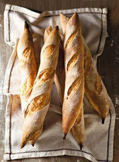 Your daily baguette Bread Bun, Pan Bread, Bread Rolls, Cooking Bread, Bread Baking, Baguette, Bagels, Rustic Bread, Sweet Bakery