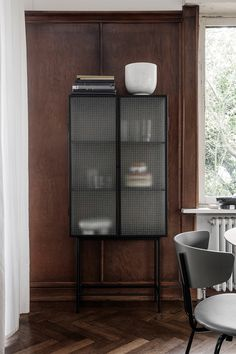 A sleek storage cabinet, crafted from powder-coated steel and wired glass. The Haze Vitrine by Ferm Living will declutter any room—dining, living or office. Nordic Design, Scandinavian Design, Living Room Scandinavian, Free Standing Cabinets, Interior Styling, Interior Design, Design Bestseller, Style Deco, Metal Shelves