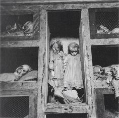 The children are sleeping... : creepy