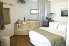 Santorin - Deluxe Hotel La Mer  moderne Zimmer Hotels, Bed, Furniture, Home Decor, Santorini, Air Travel, Viajes, Ideas, Decoration Home