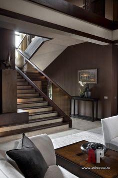 Фото интерьера лестницы дома в стиле неоклассика Фото интерьера лестничного холла дома в стиле неоклассика