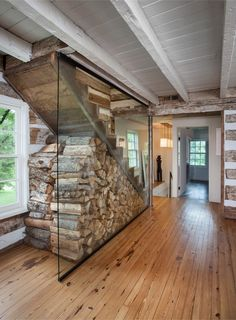 Bushman Dreyfus Architects gave the stairs to the attic of this log house . The Bushman Dreyfus Architects gave the stairs to the attic of this log house .The Bushman Dreyfus Architects gave the stairs to the attic of this log house . Farm Cottage, Cottage Ideas, Mountain Cottage, Modern Cottage, Mountain Cabin Decor, Wood Cottage, Irish Cottage, Mountain Living, Mountain Homes