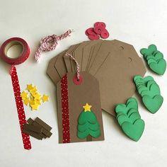Inizia il tuo Natale wrapping presto! Questo kit comprende tutto il necessario per fare 12 DIY Natale vacanza/modifiche del regalo. Basta fornire gli adesivi e little helper per metterli tutti insieme! Questo progetto è perfetto per tutte le età. Kit viene fornito con un tag di