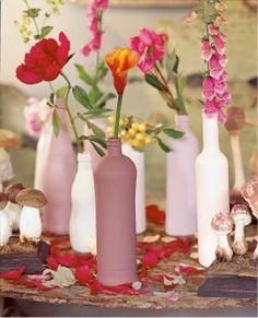 Une bouteille peinte en guise de vase // painting bottle, vase, pastel, pink, colours, diy