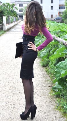 purple long sleeve shirt w/high waisted pencil skirt, black clutch, black nylons & heels.  Office Outfit!