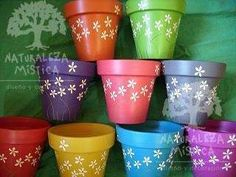 MACETAS ARTESANALES DE BARRO DECORADAS A MANO-NATURALEZA MISTICA Clay Flower Pots, Flower Pot Crafts, Clay Pots, Clay Pot Projects, Clay Pot Crafts, Painted Plant Pots, Painted Flower Pots, Pots D'argile, Clay Pot People