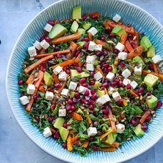En virkelig virkelig lækker salat har ramt bloggen idag den er med bagte gulerødder, grønkål, granatæbler og andre skønne sager! Find opskriften i linket jeg har sat ind i min profil ☺️ sponsoreret! @earthcontrol #baseboosttopping Good Healthy Snacks, Healthy Eating, Brunch Salad, Tapas, Vegetarian Recipes, Healthy Recipes, Food Crush, Everyday Food, Fabulous Foods