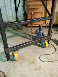 Welded workbench - everything KaruppedWhat is first welding project? A wonderful welded workbench for his workshop. This carpenter needs and supports the table for his projects.Show source image Welding Bench, Welding Cart, Welding Shop, Metal Welding, Diy Welding, Metal Projects, Welding Projects, Welding Ideas, Blacksmith Projects