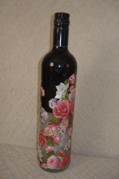 Pintura em vidro reciclado de vinho mais decoupagem feito por mim Terezinha Silva