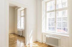 Skeppsholmen Fastighetsmäkleri Sotheby's International Realty - Mindre Östermalmsvåning med potential