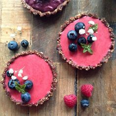 Raw Raspberry and Blackberry Tarts (Vegan and Gluten Free) Super easy it make and oh so delicious!