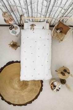 Rotan fauteuil in bosachtige kinderkamer - bekijk en koop de producten van dit beeld op shopinstijl.nl