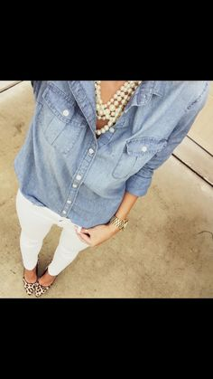 leopard shoes outfit Denim and Pearls with white jeans and leopard print shoes! Beautiful outfit for any day! Jean Outfits, Fall Outfits, Casual Outfits, Work Outfits, Outfit Jeans, Denim Shirt Outfit Summer, Casual Chic, Leopard Shoes Outfit, Leopard Pumps