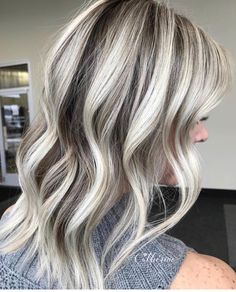 💧Dripping in Dimension 🖤 . blacklight cool tone & extra blonde 20 vol moving up to 30 vol on my last section all with 👼… Blonde Ombre Hair, Silver Blonde Hair, Blonde Hair Looks, Grey Balayage, Balayage Hair, Hair Color And Cut, Cool Hair Color, Hair Colors, Grey Hair Inspiration