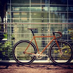 She's gorgeous! Track Cycling, Retro Bicycle, Fixed Gear, Bicycles, Madness, Wheels, Urban, City, Simple