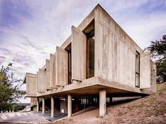 House in La Rufina / Santiago Carlos Viale + Daniella Beviglia   www.terenceproperties.com www.terenceyam.net