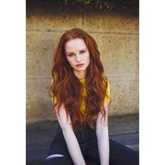 Image discovered by Bibi. Find images and videos about riverdale and madelaine petsch on We Heart It - the app to get lost in what you love. Hair Color Auburn, Red Hair Color, Cool Hair Color, Long Auburn Hair, Auburn Hair Copper, Natural Auburn Hair, Long Red Hair, Hair Colours, Natural Red