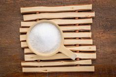 Added to a warm bath, Epsom salts can do wonders for an aching body and sore muscles. Here are 12 more uses for Epsom salt you may not know about. Epsom Salt Cleanse, Epsom Salt Magnesium, Magnesium Sulfate, Epsom Salt Benefits, Epsom Salt Uses, Epsom Salt Foot Soak, Epsom Salt Bath, Detox Bath Recipe, Bath Detox