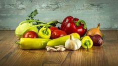 Vöröshagyma hatása – a hagyma fogyasztása számos jótékony hatással bír, már a népi gyógyászatban is előkelő helyet foglalt el. Tudnivalók, érdekességek. Chili, Mug Rug Patterns, Eating Habits, Digital Pattern, Coco, Blog, Healthy Eating, Stuffed Peppers, Snacks