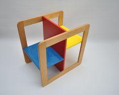 """Denne fantastiske barnestol/ bord synes """"alle"""" er flott, men ingen vet hvem som har designet den - vet du?"""