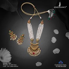 Ravishing gold set from our delightful collection. Real Gold Jewelry, Gold Jewellery, Jewelry Design Earrings, Jewelry Sets, Gold Mangalsutra Designs, Gold Necklace Simple, Gold Set, Bridal Jewelry, Fashion Jewelry