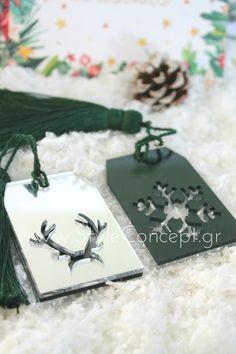 #2019 #gift #xmas #snowflake #green #labels  Μια ιδιαίτερη σειρά χειροποίητων διακοσμητικών, ειδικά σχεδιασμένων με γιορτινά μοτίβα. Κατάλληλα και για επαγγελματικά δώρα.  ΧΑΡΑΚΤΗΡΙΣΤΙΚΑ: Σετ με 2 plexiglass στολίδια 5x 7,5εκ σε χρώματα διπλής όψης- μαύρο στη μια και ασημί στην άλλη- με κοπτικές φιγούρες τάρανδου και χιονονιφάδας & πράσινη φούντα Home Decor, Decoration Home, Room Decor, Home Interior Design, Home Decoration, Interior Design