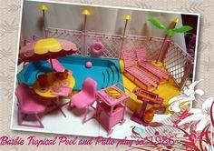 Barbie Tropical Pool and Patio play set 1986 Brasil  INCLUYE : PILETA , TOBOGAN, REPOSERAS, MESA Y SILLAS DE BAR ,DECK SOLARIUM , ACCESORIOS DE PILETA, BAR , PARRILLADA,DEPORTES DE PLAYA Y ACUATICOS.