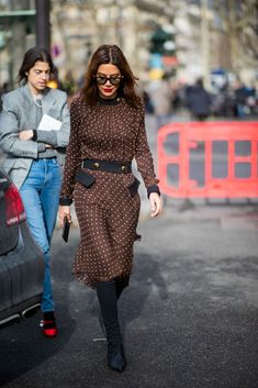 PARIS, FRANCE - MARCH Christine Centenera is seen wearing brown dress outside Miu Miu during Paris Fashion Week Womenswear Fall/Winter on March 2019 in Paris, France. (Photo by Christian Vierig/Getty Images) Source by anakresic fashion street style Older Women Fashion, Black Women Fashion, Womens Fashion, Cheap Fashion, Fashion Week Paris, Miu Miu, Christine Centenera, Winter Stil, Fall Winter