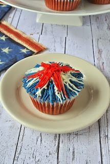 Red Velvet Patriotic Firework Cupcakes are perfectly festive for Memorial Day and July holiday weekend grilling and cookouts. Memorial Day Fireworks, Holiday Treats, Holiday Fun, Blue Frosting, Chocolate Strawberry Cake, July Holidays, Red Food Coloring, Yummy Cupcakes, Unsweetened Cocoa