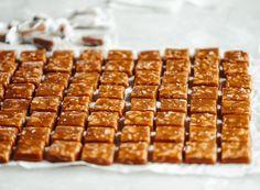 Knäckkola Munnar, Dessert Recipes, Desserts, A Food, Waffles, Baking, Eat, Breakfast, Christmas Cookies