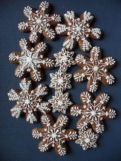 Vánoce- vločky Iced Cookies, Cute Cookies, Yummy Cookies, Christmas Mood, Christmas Treats, Christmas Decorations, Xmas, Snowflake Cookies, Holiday Cookies