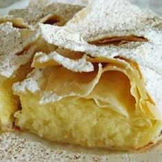 This page gives you the opportunity to re-create some of your favourite Corfiot taverna recipes at home. This time, Bougatsa - a sweet cream pie. Köstliche Desserts, Delicious Desserts, Dessert Recipes, Yummy Food, Sweet Cream Pie, Sweet Pie, Greek Sweets, Greek Cooking, Greek Dishes