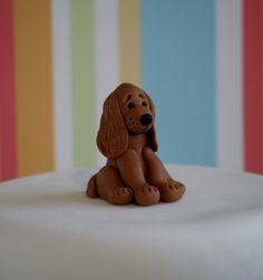 This adorable Golden Cocker Spaniel is one of a range of dogs I have designed for use as a cake topper or just to give as a gift. Each figure is individually hand sculpted using lightweight polymer clay and stands approx high. Perro Cocker Spaniel, Golden Cocker Spaniel, Cocker Spaniel Dog, Dog Cake Topper, Cake Topper Tutorial, Fondant Cake Toppers, Fondant Cupcakes, Fondant Figures, Cupcake Toppers