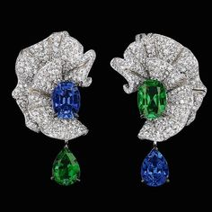 A satin ribbon that moves freely creating undulated patterns, changing the course as it pleases, flashing shimmer in every direction it takes - this pair of earrings encapsulates exactly that moment. These Diamonds, Sapphire and Emerald drop earrings called 'VOLANT ÉMERAUDE' is part of a special collection by the House of Dior namely 'Soi de Dior'.  #thegemdialogue  #diamonds