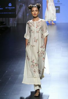 Prama by Pratima Pandey ~ Lakmé Fashion Week Summer/Resort 2016 Pakistani Dresses, Indian Dresses, Indian Outfits, India Fashion Week, Lakme Fashion Week, Indian Attire, Indian Wear, Ethnic Fashion, Indian Fashion