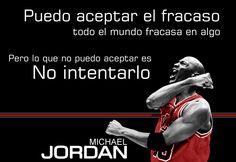 Puedo aceptar el fracaso, todo el mundo fracasa en algo. Pero lo que no puedo aceptar es no intentarlo - Michael Jordan