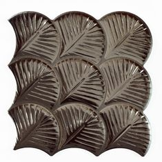 Carreau feuilles anthracites brillantes 30x30 SCALE SHELL ANTHRACITE - 0.85m² Metallic Wall Tiles, Shells, Throw Pillows, Design, Glow Effect, Jitter Glitter, Grey Sheets, Wall Tiles, Tile