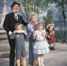 """David Tomlinson, Matthew Garber, Glynis Johns and Karen Dotrice as the Banks family in """"Mary Poppins"""" directed by Robert Stevenson. Mary Poppins 1964, Mary Poppins Movie, Richard Sherman, My Fair Lady, Harrison Ford, Sean Connery, Clark Kent, Father And Son Movie, Tim Burton"""