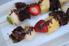 Dairy Free Betty: Fruit and Brownie Kebabs Bbq Desserts, Vegan Desserts, Dessert Recipes, Fruit Kebabs, Kabobs, Fun Foods To Make, Food To Make, Dairy Free Brownies, Caramel Fudge