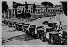 Colosseo. Parco dei furgoncini Fiat 500 adibiti alla distribuzione del Giornale D'Italia Anno: 1941