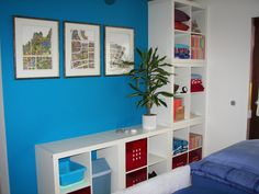 Using EXPEDIT shelves side by side, and on top to use the space. Love!