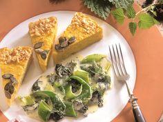 Wenn Superfood auf Herbstgemüse trifft: Kürbisquiche mit Lauch-Brennnessel-Gemüse - smarter - Zeit: 1 Std.  | eatsmarter.de