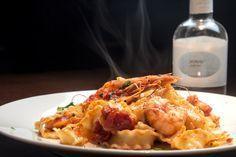 Makaronia me garides kai SKINOS Mastiha Spirit Seafood Recipes, Wine Recipes, Pasta Recipes, Cooking Recipes, Fish Dishes, Greek Recipes, Fish And Seafood, Allrecipes, Macaroni And Cheese