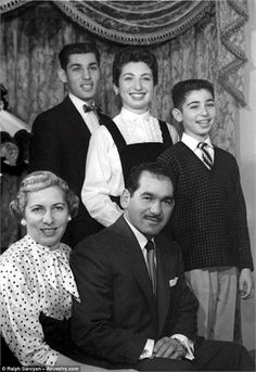 How old is Robert Kardashian ( top right young boy ) in this picture by the time it was taken.