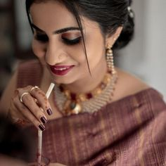 Check out some of the amazing outfit and jewellery ideas for South Indian minimalistic bride. Bridal Sarees South Indian, Indian Bridal Fashion, South Indian Weddings, Indian Bridal Wear, South Indian Bride, Indian Groom, Ethnic Sarees, Indian Sarees, Salwar Designs