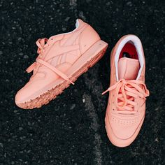 Step into SS16 with the Women's Reebok Classics x Face Stockholm collection.