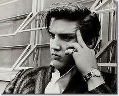 Elvis Presley : 1034 Audubon Drive House : June 14, 1956.