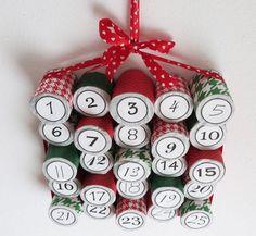 Bastelideen zu Weihnachten -recycling-adventskalender-klopapier-rollen-ungleich-abwechlungsreich-kreativ