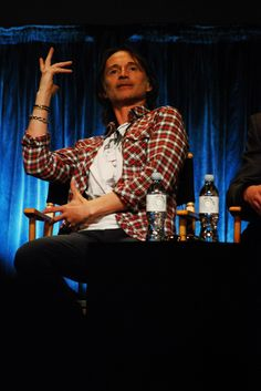 Robert Carlyle describing his character Rumplestiltskin. I love this interview :) http://www.youtube.com/watch?v=R02ht3pt_40